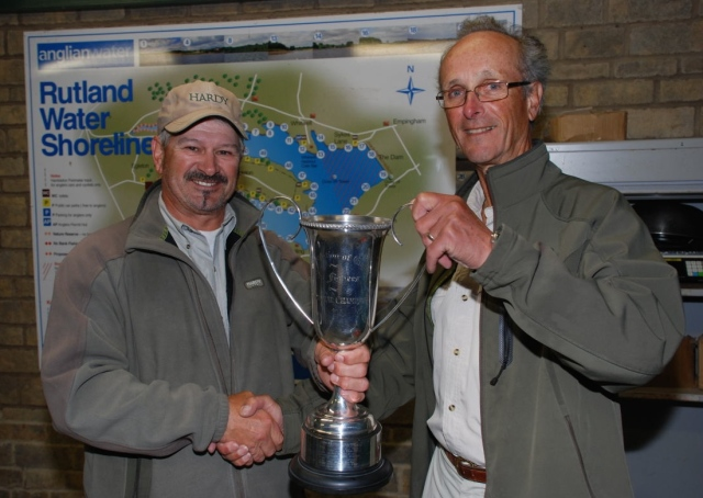 Clive Collier, AT TEFF chairman, presents Individual Champion trophy to John Horsey